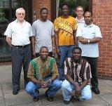 Simon et le groupe d'Étudiants à Londres